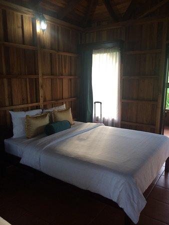 Hotel Lomas del Volcan: The room
