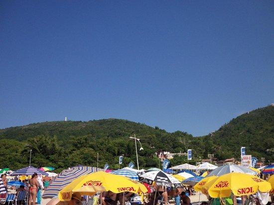 Barra da Lagoa Beach: Vista do Morro da barra,que tem um cemitério indigena