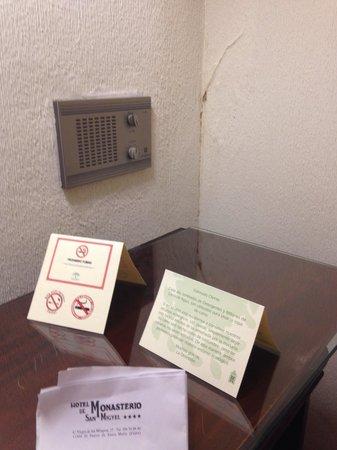 Monasterio De San Miguel Hotel : Este tipo de cosas en todo el hotel!