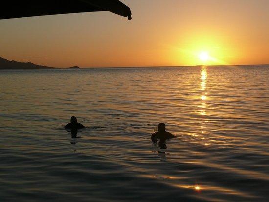 Nukubati Private Island : average sunset on Nukubati