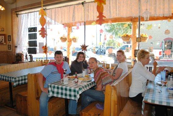 Pine Country Restaurant: внутрях