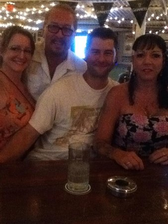 Barrier Reef Sports Bar & Grill: Lori,Eric,Jeremy & Debra enjoying drinks!
