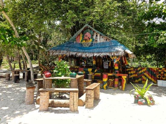 Santhiya Koh Yao Yai Resort & Spa : reggae bar at outher end of beach