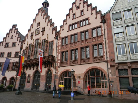 Frankfurt on Foot Walking Tours: The classical buildings of the Romer Plaza