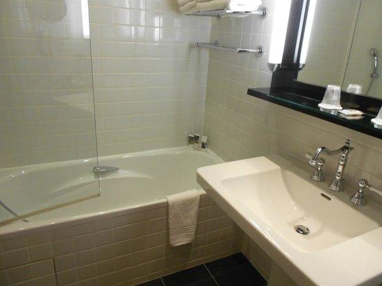 Mercure Biarritz Centre Plaza: salle de bains