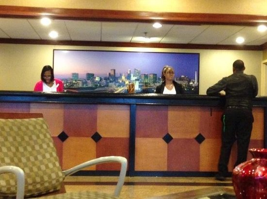 Ramada Plaza Atlanta Downtown Capitol Park : NO wearing uniforms like on website photos. No manners aider.