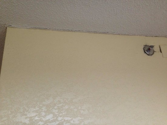 Ramada Plaza Atlanta Downtown Capitol Park: Ceiling in very bad conditions