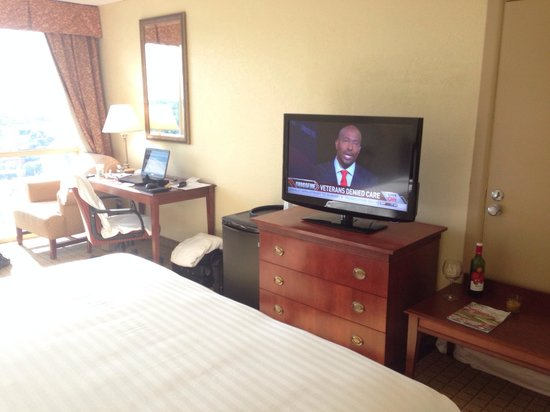 Ramada Plaza Atlanta Downtown Capitol Park: TV is hight definition! Thanks good!
