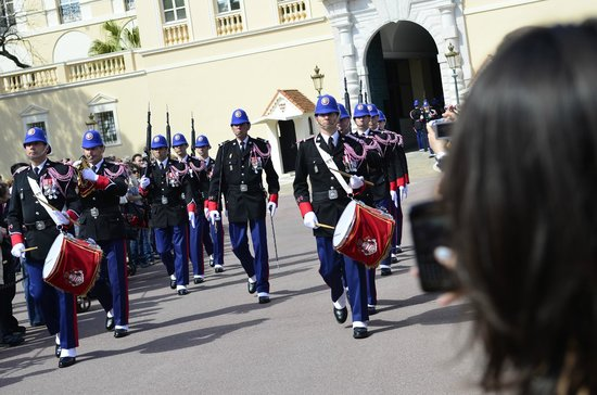 Prince's Palace (Palais du Prince) : Cambio de guardia 1