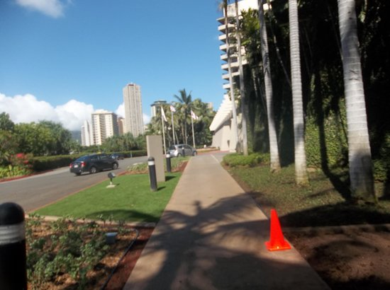 Hale Koa Hotel: Out front of hotel