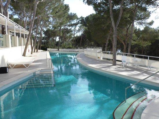 IBEROSTAR Club Cala Barca: La piscine côté restaurant le Mediteraneo