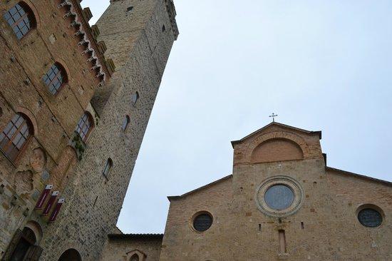 Collegiata di Santa Maria Assunta - Duomo di San Gimignano: Arquitetura externa