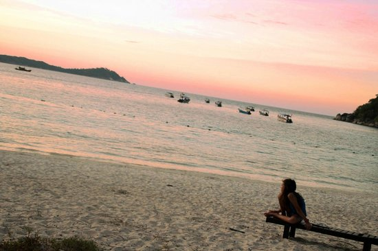 Perhentian Island Resort: Beautiful sunset in front of the hotel.