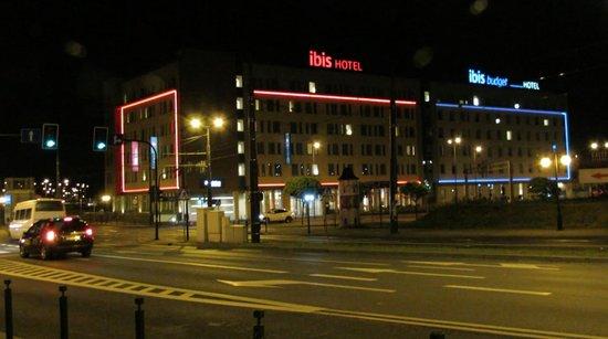 Ibis Krakow Stare Miasto : Esterno di notte
