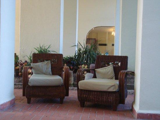 Velas Vallarta : Hallway with great seating
