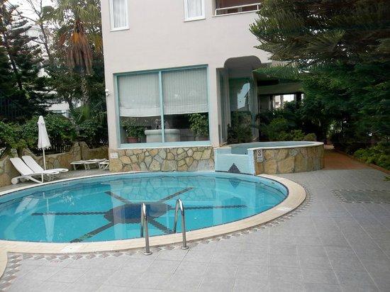 Sun Beach Hotel: piscine