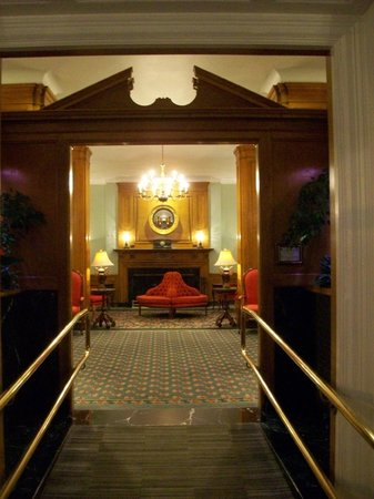 Hotel Northampton : The Lobby