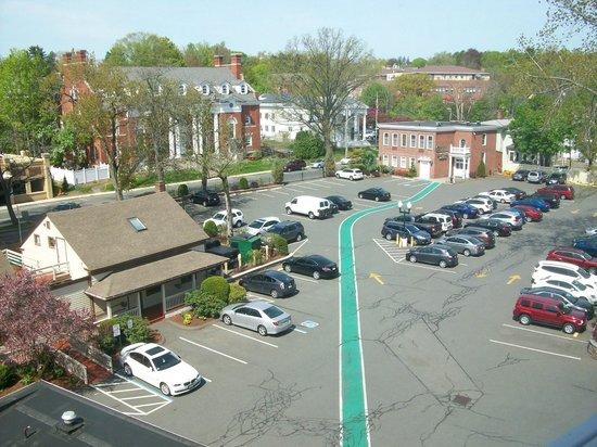 Hotel Northampton : Parking Lot View (with Long Green Line)