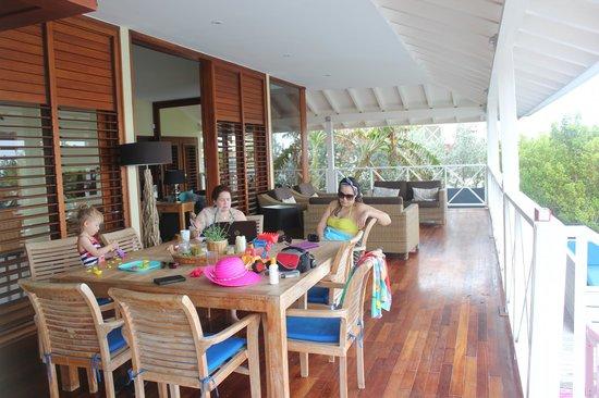Boca Gentil Villas & Apartments: Outdoor dining table