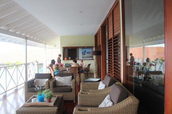 Boca Gentil Villas & Apartments: Porch