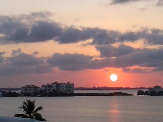 Flamingo Cancun Resort: Vista desde la habitacion a la laguna