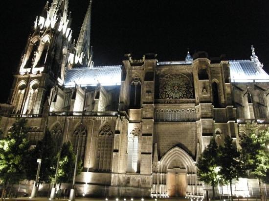 Cathédrale Notre-Dame-de-l'Assomption : cathedrale by night