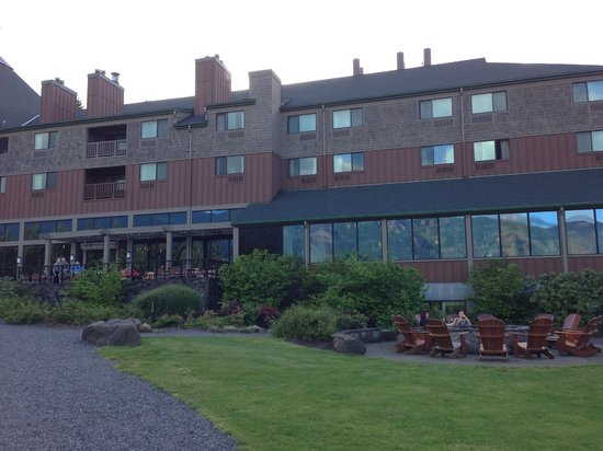 Skamania Lodge: You can see the fire pit here and dining area at the lodge.