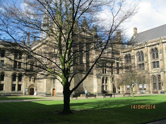University of Glasgow: Inside the university grounds