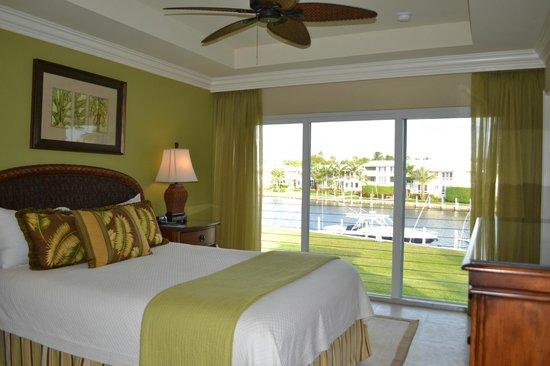 Ocean Reef Club : Bedroom with Queen Bed in 61B