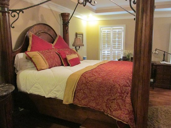 Spongie Acres Bed and Breakfast: Comfy bed!