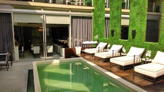 1828 Smart Hotel: pool area