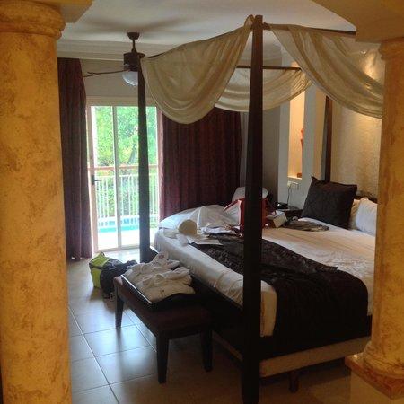 Majestic Elegance Punta Cana: entrance to bedroom