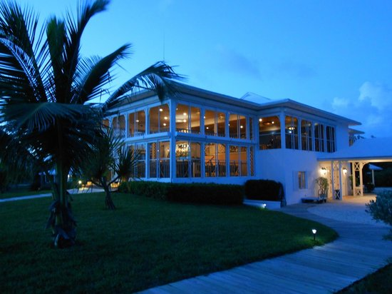 Cape Santa Maria Beach Resort & Villas: Main House/Bar/Restaurant at night
