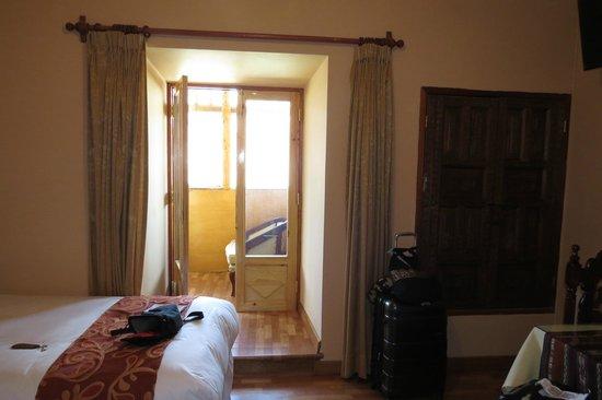 Hotel Rojas Inn: Door to balcony
