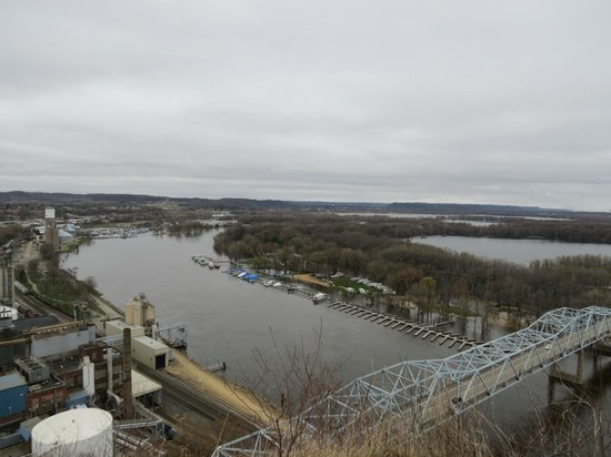 Mississippi River from the top of Barn Bluff.