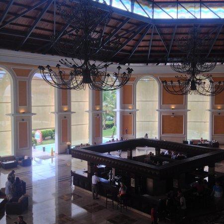 Majestic Elegance Punta Cana: Main bar area