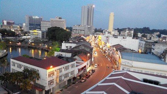 Wana Riverside Hotel : Pemandangan sore hari