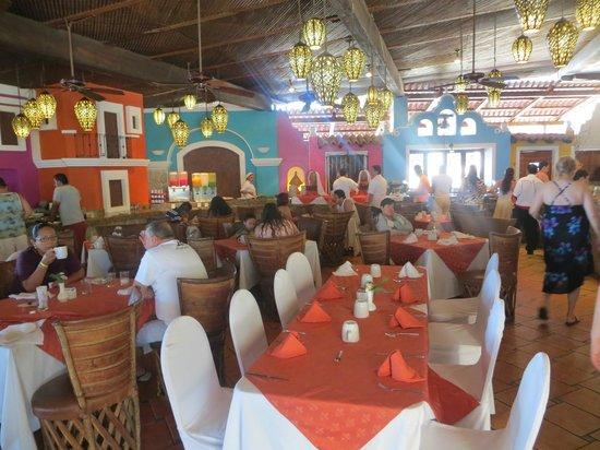 """Los Arcos Suites: Buffet area of """"Mi Pueblito"""" restaurant"""