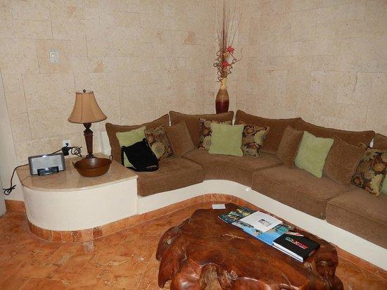 Porto Playa Condo Hotel & Beachclub: Living room sofa