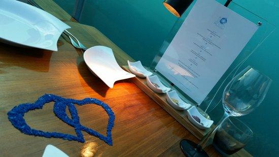 Ithaa Undersea Restaurant: Love is in the... air? no, underwater!