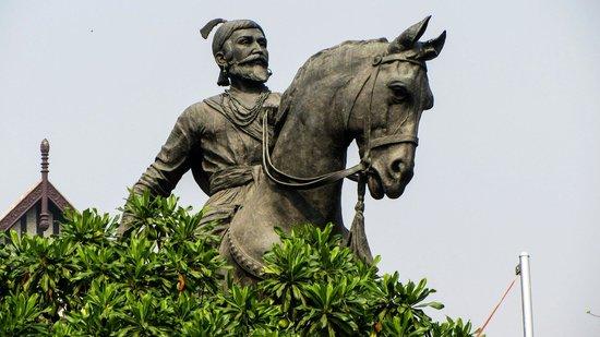 Colaba : Statue of Shiva Maharajah at Gateway of India