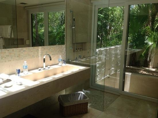 Blue Diamond Luxury Boutique Hotel: vire from the bathroom