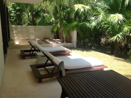 Blue Diamond Luxury Boutique Hotel: our patio with outdoor bath