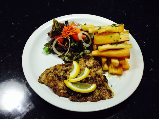 SeaCat: Blackened Mahi mahi with cassava chips and salad