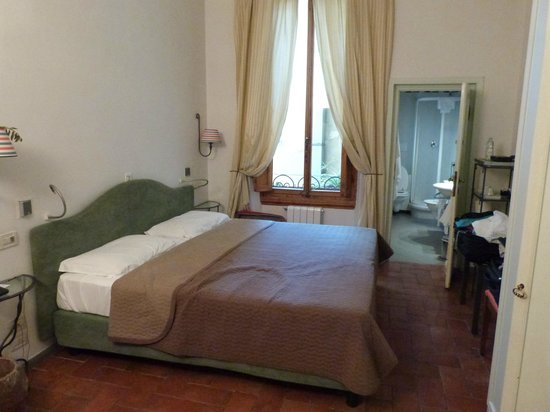 B&B Tourist House Ghiberti: one of the 5 rooms, HUGE by European standards.