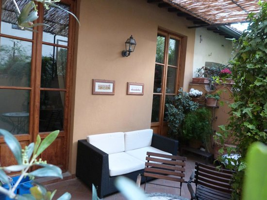 B&B Tourist House Ghiberti: Outdoor courtyard