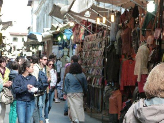 B&B Tourist House Ghiberti: street market