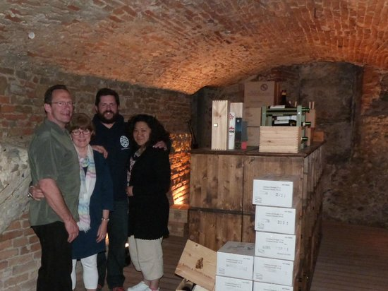 B&B Tourist House Ghiberti : local restaurant wine cellar