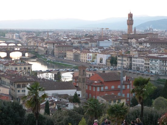 B&B Tourist House Ghiberti: Be sure to go to Plaza Michelangelo at sunset for a view of the city.