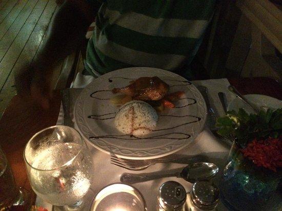 Beachcombers Hotel: Cornish hen main course